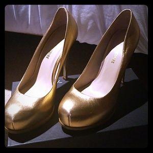 Pour La Victorie Platform Heels Gold